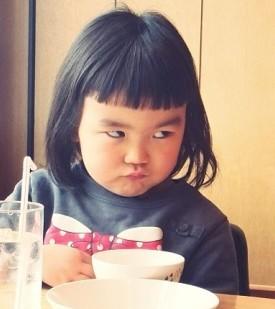 最新齐刘海小女孩表情包,可爱齐刘海小女孩表情图片图片