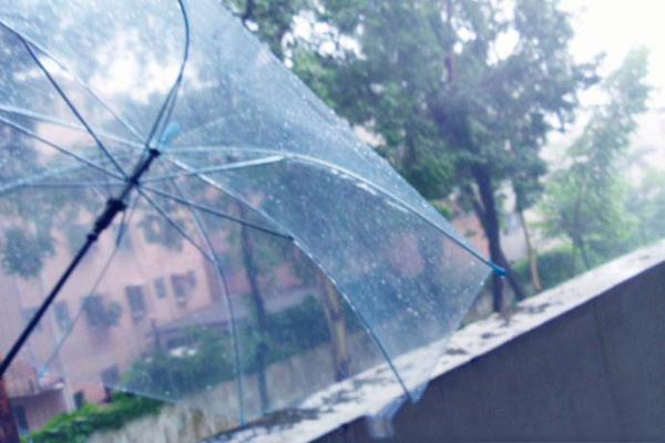 朋友圈下雨的心情说说_关于下雨天的心情说说_下雨天的说说心情